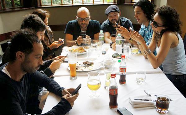 celulares en reuniones.jpg